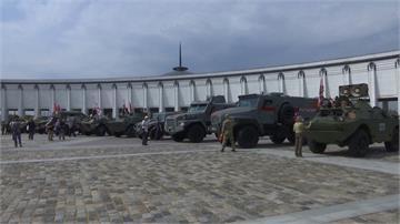 俄羅斯老軍用車比賽 飛彈車、裝甲車等齊聚莫斯科