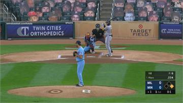 MLB/雙城守備神反應 內野小飛球漏接賺雙殺