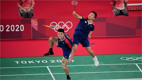 東奧/這不是重播!麟洋配「連續飛撲救球」被挖出網看傻:難怪拿金牌