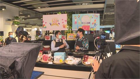 黃偉哲開直播秀廚藝 宣傳台南購物最划算