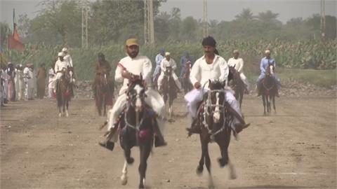 巴基斯坦信德節 傳統賽馬、摔跤熱鬧登場