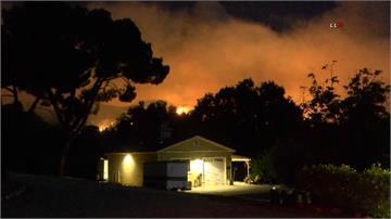 南加州燃起「蘋果之火」近8千人撤離 氣候因素「獲控制程度0%」
