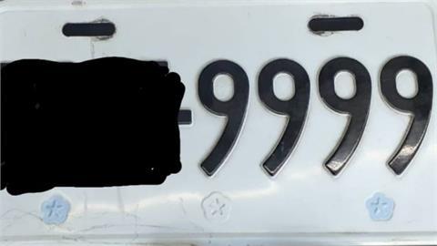 他撞壞「9999」車牌遭索賠1萬6!上網求助竟被打臉:算便宜的了!