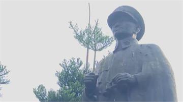 市政考量誤多聯想 基隆火車站圓環蔣公銅像說「再見」