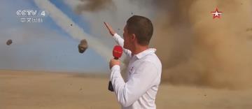 身後導彈發射不停 俄記者淡定報導走紅