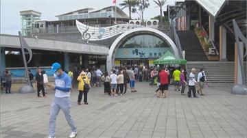 國慶連假首日 清水服務區湧現車潮人潮車潮帶來商機 服務區業績夯