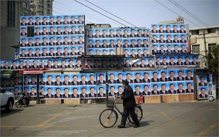 習近平肖像昔成「護身符」貼滿墻 網笑:釋迦也貼照就能賣進中國
