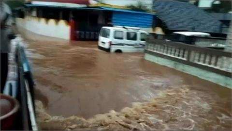 雨下不停!印度孟買南部城市 豪雨成災