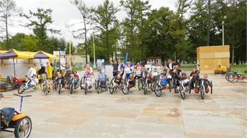 俄羅斯手搖車遊行 鼓勵身障者運動新人生