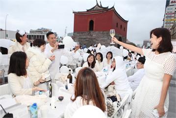 白色野餐掀起時尚圈年度盛典 一級古蹟首度共襄盛舉!