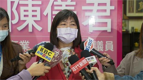 反對夾娃娃機與學校距離縮短 議員陳儀君收到潑漆恐嚇