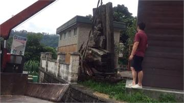木雕大師創作被放公廁旁!遺孀抗議後轉送博物館收藏