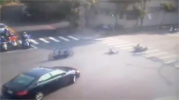 騎士違規遭撞 機車「自駕」撞別車