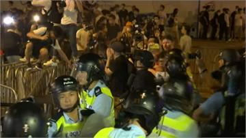 反送中示威立院前爆衝突 警強制清場揮棍棒、灑胡椒噴霧