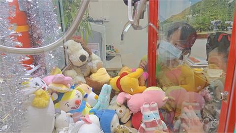 花蓮崇德國小校長室有娃娃機!成績好、表現優能免費玩