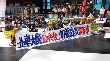 穆斯林開齋節北車大廳抗議「禁坐令」 台鐵:最快7月底定案