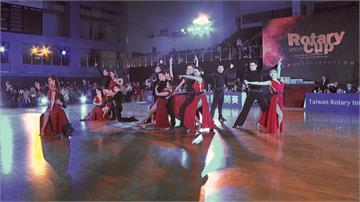 《舞力全開》藝人受邀開場 火辣舞衣露「逆天長腿」