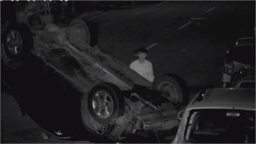 酒駕遭攔查假意停車又逃逸 過彎撞3車翻車