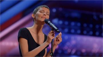 影/最療癒動人的歌聲 讓《美國達人秀》最毒評審Simon都哽咽落淚