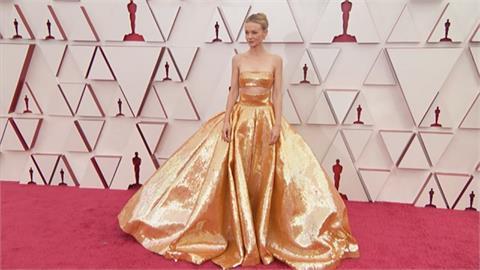 奧斯卡紅毯眾女星爭豔吸睛!  凱莉墨里根「金」霸氣、趙婷素顏亮相