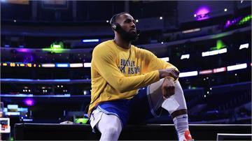 NBA/拿人氣王又贏球!「超越張伯倫」詹皇三喜臨門