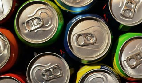 可樂、沙士愛喝哪個?網友加碼「1款汽水」:外國人超愛!