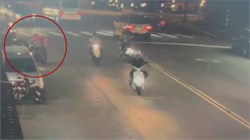 外送員與阿伯行車糾紛吵沒完 變身功夫熊貓上演「馬路格鬥秀」