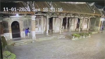 鹿港龍山寺被噴漆! 噴21處「羅XX」警逮怪客釐清動機