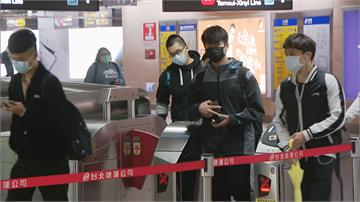 快新聞/北捷恢復全程戴口罩 台鐵、高鐵仍開放飲食
