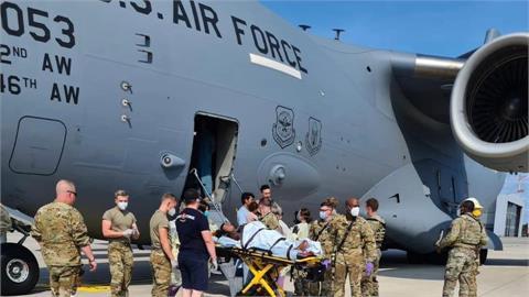 美軍C-17內誕下新生命!阿富汗孕婦撤離「併發症發作」機長神救援