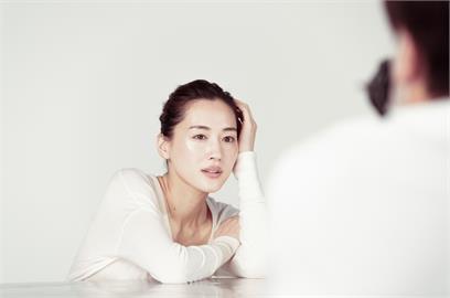 綾瀨遙傳出確診武漢肺炎 公司證實呼吸困難、肺有白色陰影