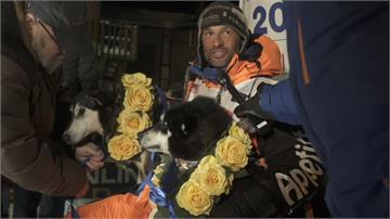 10隻狗狗「9天10小時」長征1800公里!阿拉斯加狗拉雪橇賽奪冠