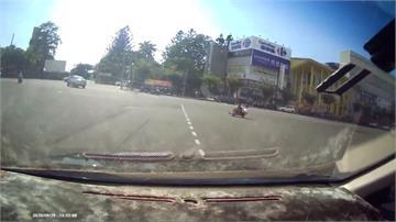 滑板竟雙載!馬路被當練習場