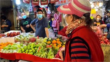 台中向上市場攤商忙做生意 忘戴口罩遭檢舉