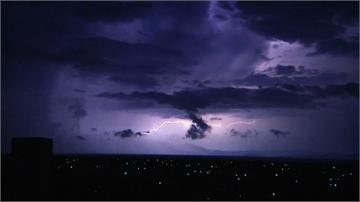 極端氣候發威!雅典出現數百道閃電
