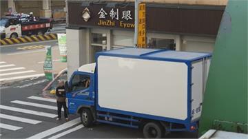 不滿貨車違停! 檢舉常客? 台南婦肉身擋車遭目擊民眾PO網