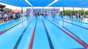 國訓組裝式泳池啟用 體育署長全套泳裝下水體驗