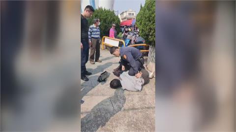 公園抓通緝犯警強力壓制 引民眾圍觀
