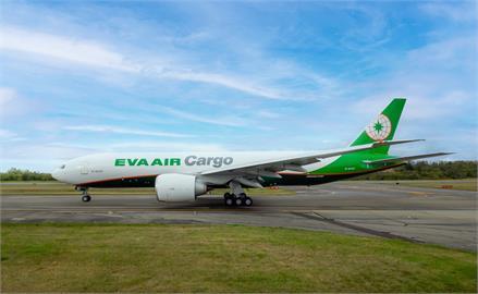快新聞/再添生力軍! 長榮航空第6架「777F貨機」抵台助攻貨運市場