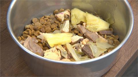 吃得比人好! 狗食加入鳳梨高麗菜挺農民