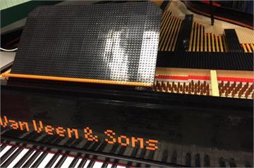 用樂高玩音樂?荷蘭音樂家用29000塊積木拼成鋼琴
