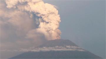 阿貢火山持續噴發 10多萬名旅客遭波及