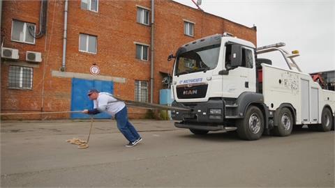 拉動總重53.6噸車隊 「俄羅斯浩克」 創世界紀錄