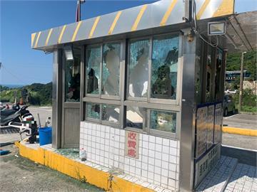 快新聞/九份台陽停車場爆打架衝突 收費亭遭狂砸、5人受傷