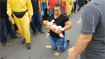 白沙屯媽祖南下遶境 鑾駕停駐為女嬰加持