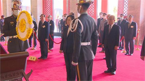 慰問烈士遺族代表 蔡總統赴忠烈祠主持春祭