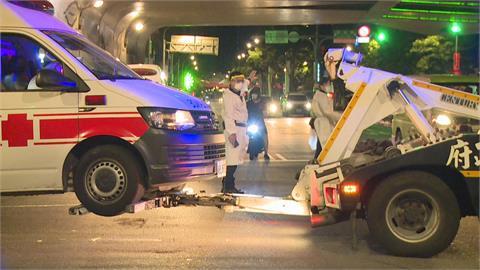救護車載送「確診者」送醫 計程車未注意 不慎「攔腰衝撞」