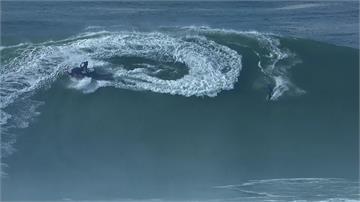 葡萄牙巨浪衝浪挑戰賽 選手遭大浪打中昏迷送醫