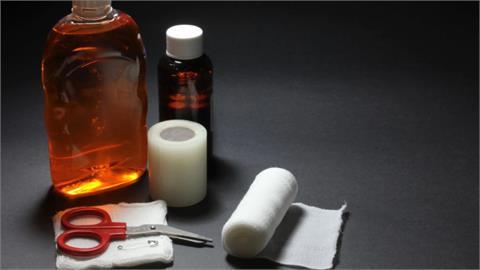 常不小心割破、撞傷?醫藥箱裡超基本「6樣物品」救急必備!