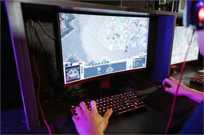 中國祭「遊戲禁令」成年人也遭殃!連玩4小時強制下線15分鐘